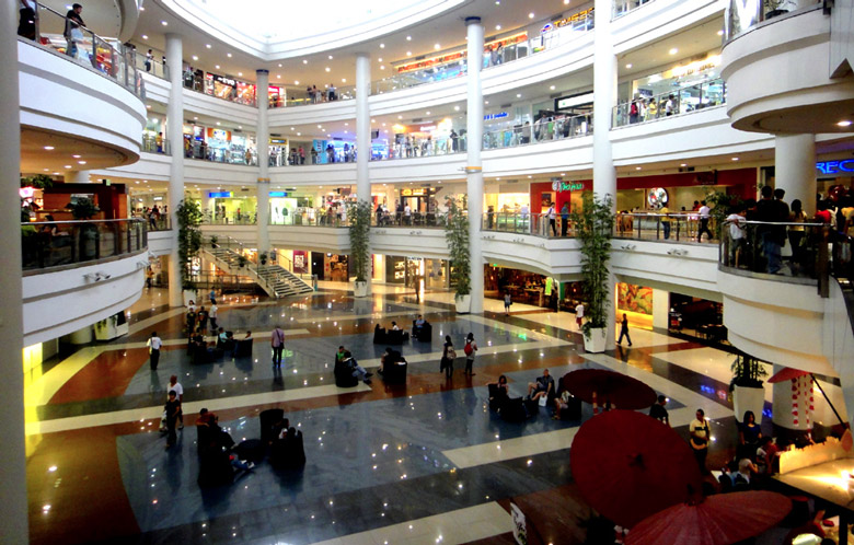 Robinsons Place Mall in Manila