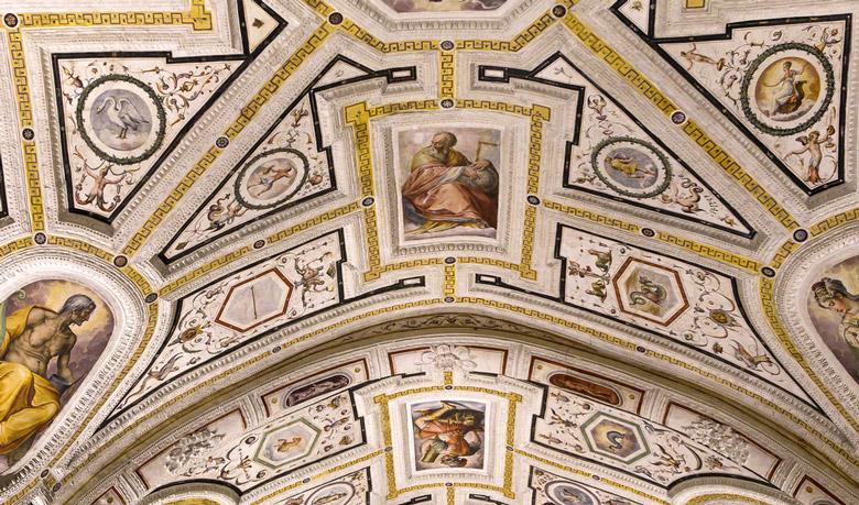 Sant'Anna dei Lombardi in Naples