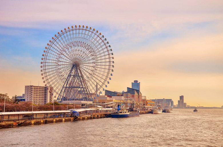 Tempozan Ferris Wheel in Osaka