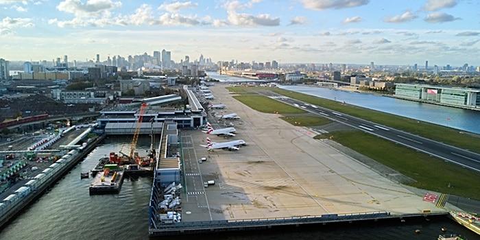 Da Amsterdam a Londra in aereo