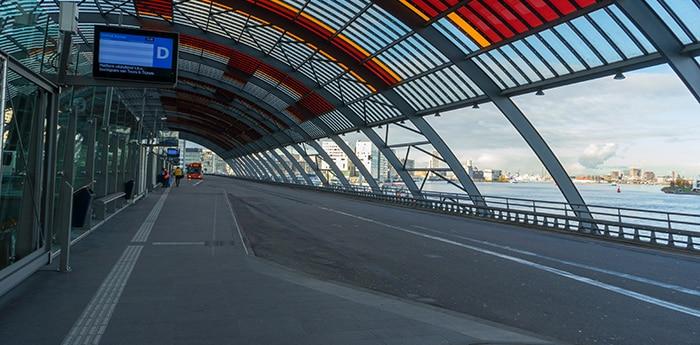 Автовокзал на центральном вокзале Амстердама