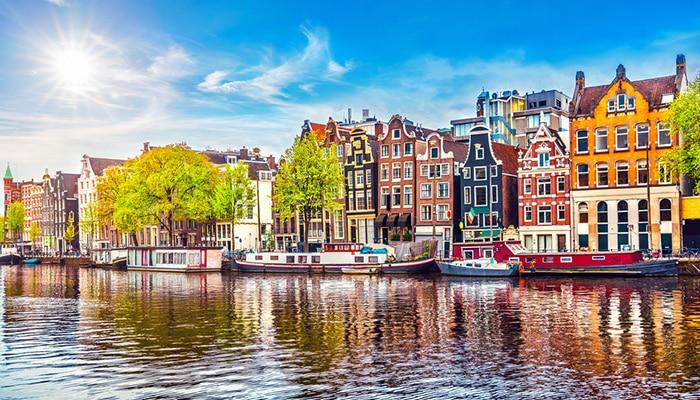 アイントホーフェンからアムステルダムへの行き方