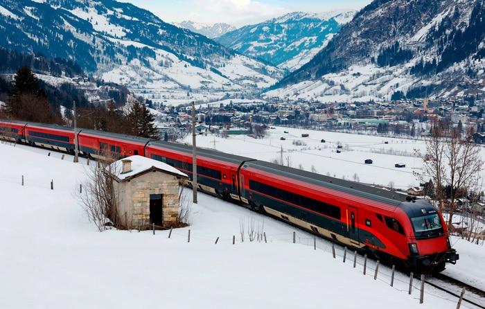 RailJet train near Salzburg in Austria