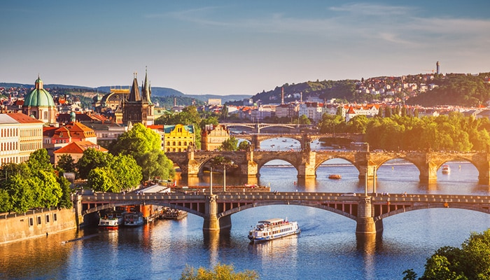 How to go from Amsterdam to Prague