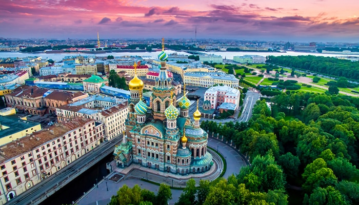 How to go from Moscow to St. Petersburg