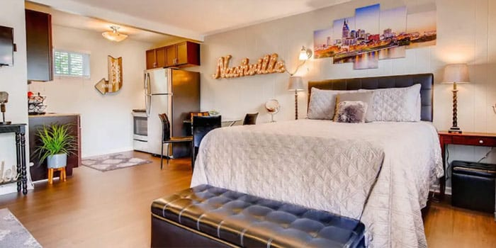 2 Miles to Broadway & Free Parking With Pool!