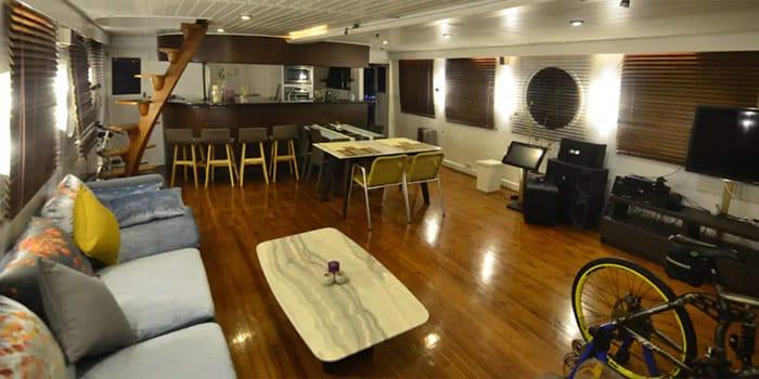 Black Dragon Houseboat