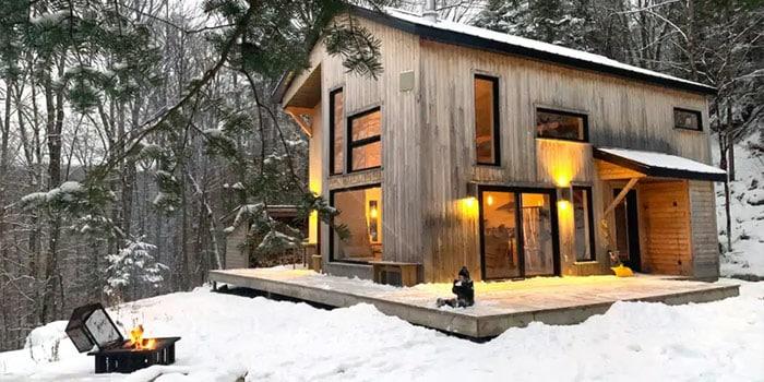 Lumineuse Petite Maison Scandinave en forêt
